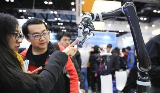 """2016世界机器人大会在京开幕 机器人""""各显神通"""""""