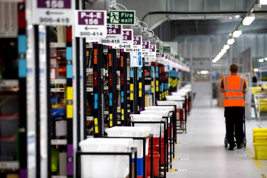 实拍亚马逊运营中心:智能系统可自动推荐合适包装
