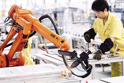 """制造企业顺应""""工业4.0""""潮流 """"机器换人""""后人都去哪了?"""
