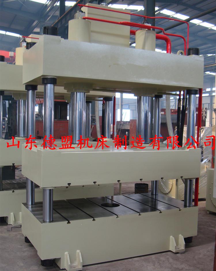 四柱液压机 液压机 >200吨四柱液压机  1,机身为四柱式结构,受力件经